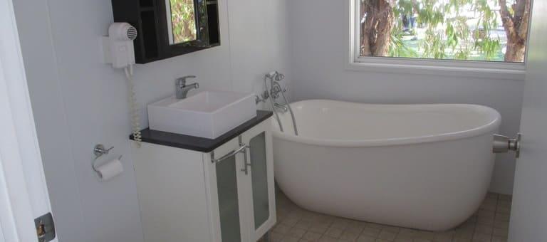 tuckeroo-bathroom